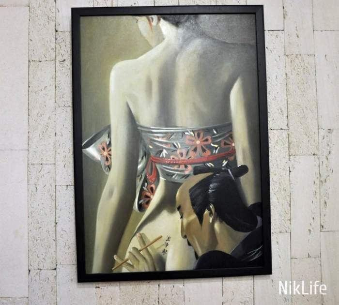 Художник Купцов показал николаевцам на выставке маяки и полуобнажённых японок