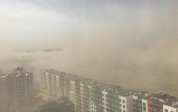 Экологи объяснили пылевую бурю в Киеве